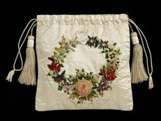 Bag, Great Britain, 1820-1830. Embroidered silk satin with chenille thread, appliqued with silk muslin, lined with silk taffeta. Victoria and Albert Museum.