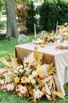 These microwedding design ideas showcase exactly how spring brides can transition their color palettes and decor choices to a fall wedding and vice versa. In the midst of COVID-19, planning a wedding can feel that much more stressful. But this team of wedding vendors from Austin have proven that there is a silver lining, even to these current events! #intimatewedding #covidbride #weddingtrends Wedding Trends, Boho Wedding, Fall Wedding, Fall Dates, Spring And Fall, Wedding Vendors, Wedding Planning, Design, Blush Fall Wedding