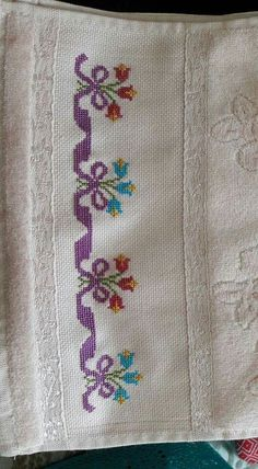 Really nice Cross-Stitch towel flower pattern. Cross Stitch Letters, Cross Stitch Borders, Cross Stitch Samplers, Modern Cross Stitch, Cross Stitch Flowers, Cross Stitching, Cross Stitch Embroidery, Embroidery Patterns, Funny Cross Stitch Patterns