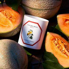 Sommerduft für zu Hause 🍈 mit dem fruchtig-süßen Aroma von Honigmelone! Diese und alle anderen Düfte von @carrierefreres sind handgemacht und handverpackt 🧡 Candles, Candy, Candle Sticks, Candle