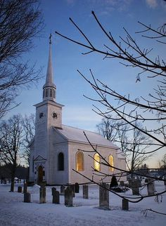 The second oldest Anglican church in Nova Scotia is situated in Aylesford, Nova Scotia, Canada, consecrated in 1790 by Bishop Inglis. Old Country Churches, Old Churches, Abandoned Churches, Church Pictures, Take Me To Church, Anglican Church, Cathedral Church, Church Building, Chapelle