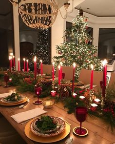 Best Christmas Table Decor ideas for Christmas 2019 where traditions meets grandeur - Hike n Dip Make your Christmas special with the best Christmas Table decoration ideas. These Christmas tablescapes are bound to make your Christmas dinner special. Christmas Party Table, Christmas Table Centerpieces, Christmas Table Settings, Christmas Tablescapes, Centerpiece Ideas, Christmas Dinners, Christmas Candles, Holiday Tables, Classy Christmas