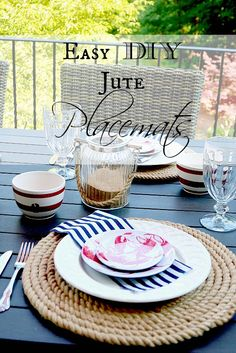 Easy Jute Placemats Easy jute placemats that any skill level crafter or entertainer can make. P They are perfect for the summer season and outdoor entertaining. Crafts To Make, Easy Crafts, Easy Diy, Sisal, Diy Rangement, Manor Farm, Deco Boheme, Do It Yourself Projects, Outdoor Entertaining
