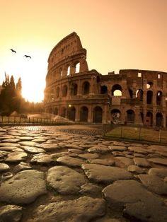 El gran emblemático, misterioso y majestuoso coliseo romano! conocerlo sería de ensueño.