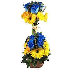 arreglo de flores azules y amarillas - Buscar con Google