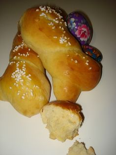 I cuculi, sono dolci calabresi che vengono preparati nel periodo pasquale. Possono assumere varie forme augurali come : colomba, pesce, cestino o semplicemente intrecciati.
