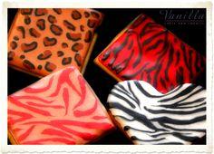 Leopar ve zebra desenli parti kurabiyelerimiz...Leopard and zebra design party cookies...