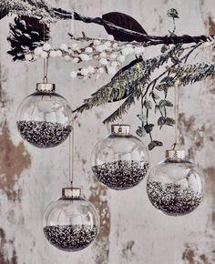 Imagem de christmas, ornaments, and decoration Christmas Mood, Merry Little Christmas, Noel Christmas, Christmas Design, Rustic Christmas, All Things Christmas, Vintage Christmas, Christmas Bulbs, Christmas Decorations