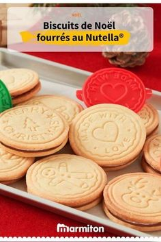 Christmas cookies stuffed with Nutella® - Pâtisserie - Biscuits Bonbons Sugar Cookies From Scratch, Cookie Recipes From Scratch, Easy Christmas Cookie Recipes, Christmas Cookies, Noel Christmas, Desserts With Biscuits, Mini Desserts, Cookies Et Biscuits, Dessert Recipes