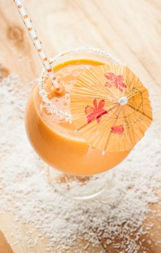 This tasty tropical pineapple carrot smoothie is ready to liven up your grab-and-go breakfast routine!