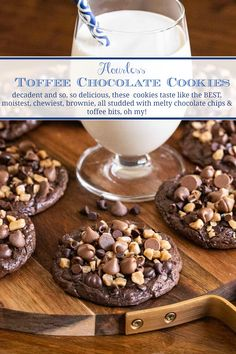 These decadent Flourless Toffee Chocolate Cookies taste like a moist, toffee-studded brownie with deliciously crisp edges. A crazy-delicious, super-easy, gluten-free, no-mixer recipe! Flourless Chocolate Cookies, Chocolate Toffee, Chocolate Recipes, Cake Chocolate, Toffee Cookies, Cookie Bars, Cupcake Cookies, Chip Cookies, Cupcakes