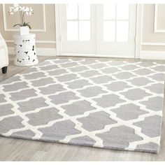 """Handmade Cambridge Moroccan Silver Wool Rug 