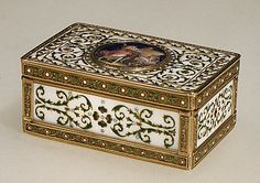 1789-1790 French Snuffbox at the Metropolitan Museum of Art, New York