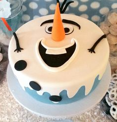 Frozen's Olaf Birthday Cake Frozen cake This is really a nice idea for children's birthday Olaf Frozen Cake, Olaf Cake, Frozen Theme Cake, Disney Frozen, Fondant Olaf, Birthday Cake Pinterest, Pinterest Cake, Cupcakes, Cupcake Cakes