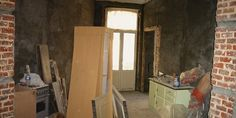5 considerations when buying property to renovate - The Interiors Addict Sell My House Fast, Selling Your House, Renovating For Profit, Holmes On Homes, One Storey House, We Buy Houses, Starter Home, Home Trends, Large Homes