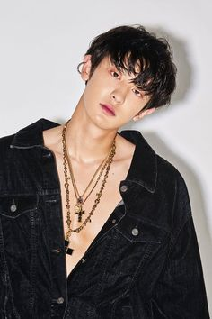 EXO released gorgeous photos of Baekhyun and Chanyeol for 'Love Shot.''Love Shot' is the SM Entetainment boy group's repackage album. Baekhyun Chanyeol, Kpop Exo, Shinee, Chen, Rapper, Luhan And Kris, Daddy, Exo Album, Exo Official