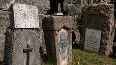 Folgaria heeft een militaire begraafplaats, gewijd aan de Eerste Wereldoorlog. Niet groot, meer een massagraf. Er liggen 2500 slachtoffers... #willemlaros #photography #travelphotography #traveller #canon #canonnederland #fotocursus #fotoreis #travelblog #reizen #reisjournalist #panasonic #compositie #travelwriter #vubreda #fotoworkshop #reisfotografie #landschapsfotografie #cameranu #fbp #flickr #trentino #WOI