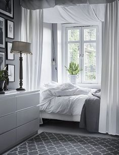 Cosy bedroom with grey and white colours. Scandinavian interior decoration ideas and inspiration. Cosy Bedroom, Cozy Room, Home Decor Bedroom, Modern Bedroom, Bedroom Ideas, Bedroom Designs, Bedroom Inspiration, Scandinavian Interior Design, Decor Interior Design