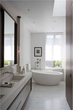 Sunny Contemporary Bathroom by David Howell