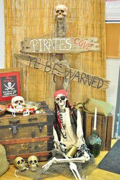 Pirates of the Caribbean Birthday Party Party .- Fluch der Karibik-Geburtstagsfeier Pirates of the Caribbean Birthday Party party - Pirate Halloween Decorations, Decoration Pirate, Pirate Halloween Party, Fete Halloween, Pirate Birthday, Halloween Themes, Halloween Crafts, 8th Birthday, Deco Pirate