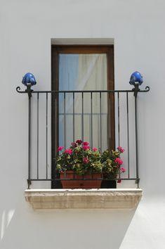 Tipica decorazione in Grottaglie. Travel in South Italy.
