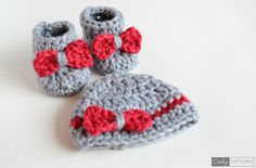 SO FLUFFY -  Crochet Baby Booties and Beanie FREE