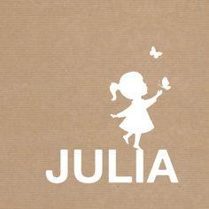 Kraft-look geboortekaartje met een silhouet van een meisje die balanceert op haar naam, en reikt naar de vlinders in de lucht. Tekst is aanpasbaar.  #geboortekaartje #meisje #kraft #silhouet