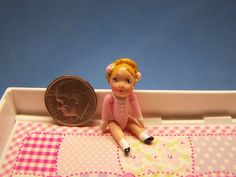 "Miniature /""Tiny Details/"" String Mop w//Wooden Handle DOLLHOUSE Miniatures 1:12"