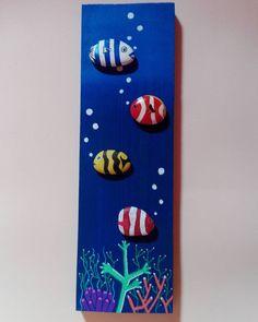 #tasboyama #rockpainted #rockart #stonepaintingart #pietredipinte #art #paintingart #paintingstone #artdesign #handcraft #hechoamano #handmade #manualidades #fish #ocean #oceano #peces #pebbleart #animal #colorful #pebblepainting