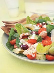 Great Greek Salad - a simple salad made of a few fresh vegetables and dressed with the best extra virgin olive oil, feta and oregano! Cucumber Avocado Salad, Avocado Salat, Caprese Salad, Spinach Salad, Orzo Salad, Tuna Salad, Salad Bar, Baby Spinach, Avocado Toast