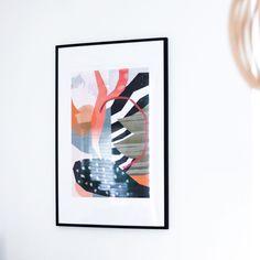 Langsam bekommen wir etwas mehr Farbe in unser Wohnzimmer. Komplett monochrom ist doch nicht ganz mein Stil, deshalb habe ich mir bei @desenio (Werbung) zwei hübsche Bilder bestellt... #art #livingroomdecor #nordicstyle