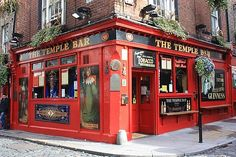 Drink guinness at the temple bar in dublin.