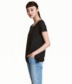 Black. Short-sleeved top in jersey with chest pocket.