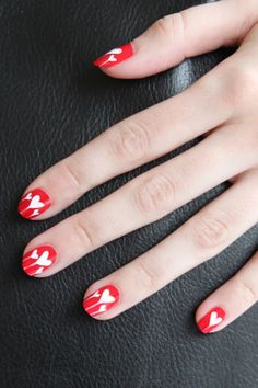 Droopy hearts nail art: two color colour design red and white (dotting tool and fine brush required) #spring #summer #Valentine #love #romantic
