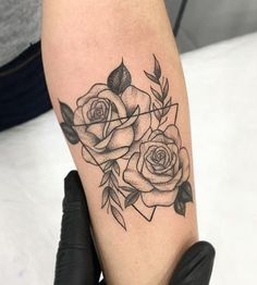 Liebe diese Rosen – tattoos for women small Little Tattoos, Mini Tattoos, Love Tattoos, Beautiful Tattoos, New Tattoos, Small Tattoos, Tatoos, Forearm Flower Tattoo, Forearm Tattoos
