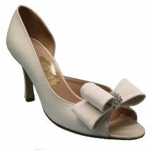 Blanca - Pearly-ecru soft leather peep toes garnished with an ecru satin bow with strass.