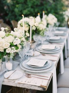 La Tavola Fine Linen Rental: Aurora Silver Table Runners with Hemstitch White Napkins | Photography: Carolina Tran Photography, Event Planning: So Happi Together, Florals: Heavenly Blooms, Furniture: Found Vintage Rentals, Table Top: Casa de Perrin, Venue: Saddlerock Ranch