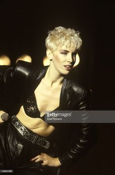 Annie Lennox reveals why her daughter Tali gave up modelling Annie Lennox, Jean Harlow, Aberdeen, Wallpaper Iphone 7 Plus, 1980s Trends, Marilyn Monroe, 1980s Pop Culture, Women Of Rock, Women In Music