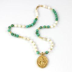 Buddha Anhänger Perlen Halskette kurz Boho von ChrissyChapinJewelry