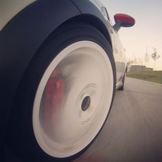 Rollin! OZ Racing Superturismo alloys plus Brembo 4-piston calipers.