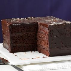 Deep & Dark Ganache Cake @keyingredient #cake #chocolate