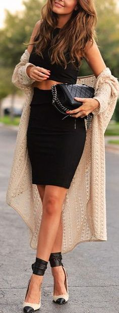 Street style black crop top and high waist skirt with cream cardigan