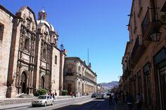 #Morelia es una de las ciudades coloniales más bonitas y mejor cuidadas del país. Es del  tipo que uno disfruta muchísimo el caminarla. El centro histórico es enorme y cada calle tiene una sorpresa. Sorprende que es muy limpio y tranquilo. #SéBienvenidoAquí