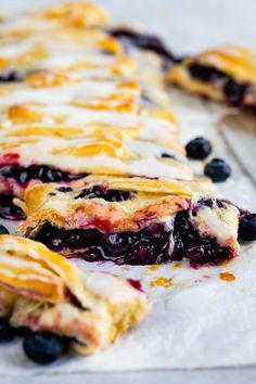 This Easy Blueberry Danish is as delicious as it is beautiful. It's the perfect dish to take to brunch! Homemade Blueberry Pie, Homemade Pie, Crescent Roll Dough, Crescent Roll Recipes, Danish Recipe Easy, Blueberry Danish, Party Desserts, Dessert Party, Party Recipes