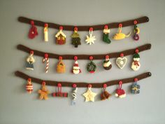 Free knitting patterns for Advent Garland by Frankie Brown and more holiday decoration knitting patterns Crochet Christmas Garland, Knitted Christmas Decorations, Crochet Garland, Holiday Decorations, Christmas Yarn, Crochet Tree, Diy Garland, Christmas Knitting Patterns, Knitting Patterns Free