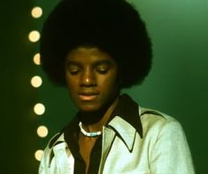 Pop singer Michael Jackson of the RB quintet 'Jackson perform onstage on the TV show 'The Music Thing' hosted by Dick Clark at KTLA studios on. Photos Of Michael Jackson, Michael Jackson Rare, The Jackson Five, Jackson Family, Hello Kitty Photos, Vintage Black Glamour, The Jacksons, James Brown, Beautiful Person