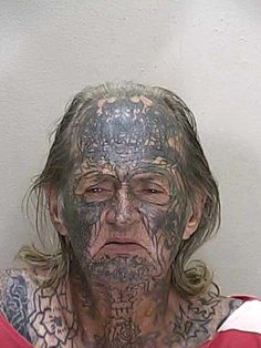 Attack of the magic marker Facial Piercings, Ear Piercings, White Hair Highlights, Funny Mugshots, Easy Top Knot, Que Horror, Tattoo Pain Chart, Bad Tattoos, Half Up Half Down Hair