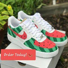 Nike X Watermelon 🍉 Customs Souliers Nike, Custom Sneakers, Nike Custom Shoes, Cool Nike Shoes, Customised Shoes, Nike Shoes Air Force, Custom Painted Shoes, Painted Sneakers, Diy Vetement