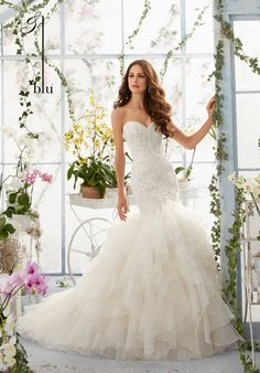 2016 VENICE LACE APPLIQUES OVER CHANTILLY LACE ONTO THE FLOUNCED ORGANZA, MERMAID GOWN