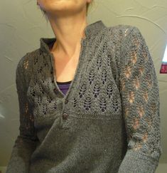 I'd love to knit this in our Marianne Dashwood yarn - color: Storm Ravelry: lilalu's henley perfected Pattern: Henley Perfected Lace Knitting, Knitting Stitches, Knit Crochet, Vogue Knitting, Crochet Granny, Girls Sweaters, Sweaters For Women, Knit Sweaters, Cardigans